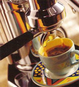 Приготовление кофе на кофеварке